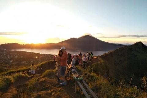 Lake View On Mount Batur Trekking